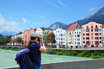 ragazza fotografa Austria Innsbruck fiume Inn