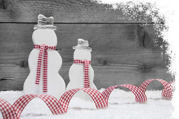 Weihnachtlicher Hintergrund in Weiß und Rot kariert, Holz