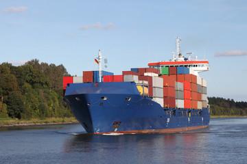 Feederschiff auf dem Nord-Ostsee-Kanal