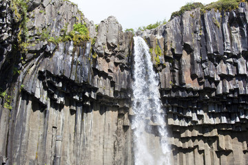 Cascata su rocce di basalto Islanda