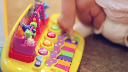 Play Toy piano