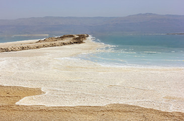 unique body of water, the Dead Sea, Israel's coast