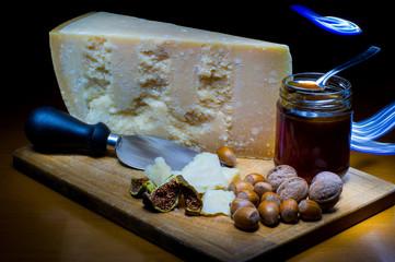 Miele, formaggio e frutta secca