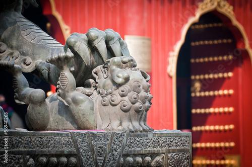 Foto op Aluminium Beijing Bronze lion statue in front of Lama Temple in Beijing, China