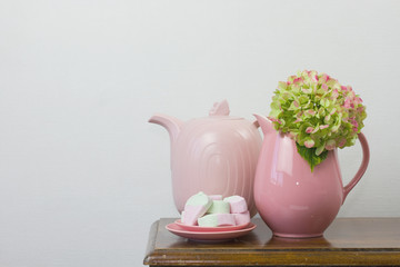pink teapot and marshmallows