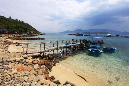 Ponton sur plage vietnamienne