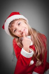 bambina con costume di natale