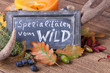 Leinwanddruck Bild - Spezialitäten vom Wild - Aufsteller und Tischdeko im Herbst
