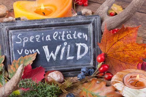 Keuken foto achterwand Situatie Spezialitäten vom Wild - Aufsteller und Tischdeko im Herbst