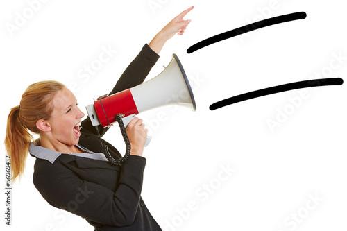 Geschäftfrau ruft in Megafon