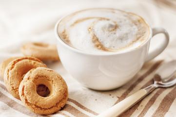 cappuccino e biscotti