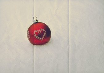 red bauble paper