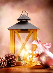 Lanterna con palline di Natale