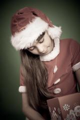 bambina con regalo di natale