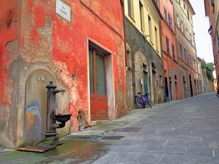 Häuserfront in Lingurien