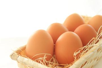 かごに入った卵