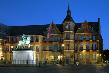Equestrian statue of Johann Wilhelm II and City Hall, Dusseldorf
