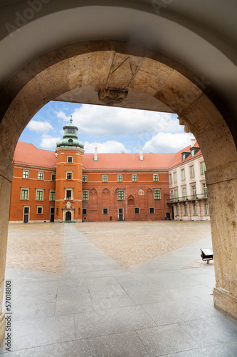 Arc of the gates to Royal Castle, Warsaw © Sergey Novikov