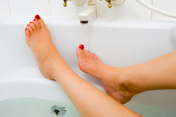 Hot water of bath faucet