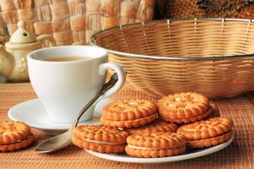 Печенье и чай на завтрак