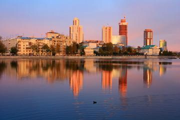 Здания Екатеринбурга на берегу Исети