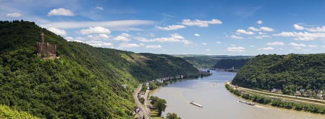 Panorama des Rheintals mit Burg Maus
