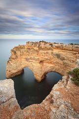 Romantica paisagem com coração de pedra