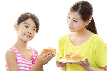 パンに大喜びの女の子