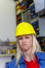 Mechanikerin in Werkstatt