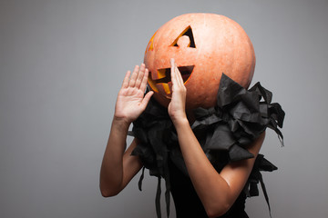 pumpkin invite people to a party