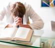 canvas print picture - Gebet im Raum der Stille