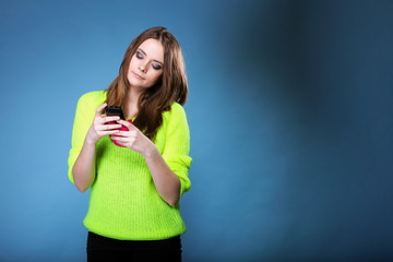 girl with mobile phone reads message