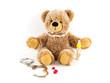 Teddybär mit Süßigkeiten und Handschellen