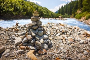 Piramide di pietre, segnavia in montagna