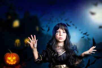 junge Hexe mit Fledermäusen im Mondlicht