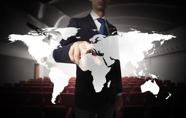 Sala riunioni con carta geografica