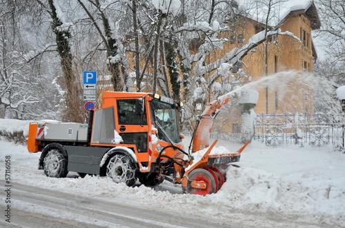 canvas print picture Winterdienst mit Schneeschleuder im Einsatz