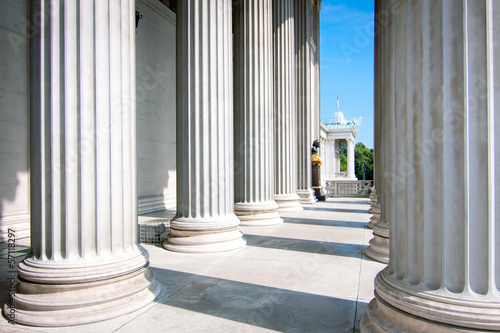 Колонны Венского парламента