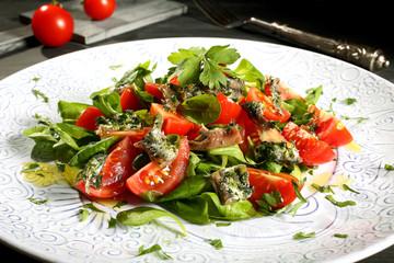 insalata acciughe  pomodori e rucola