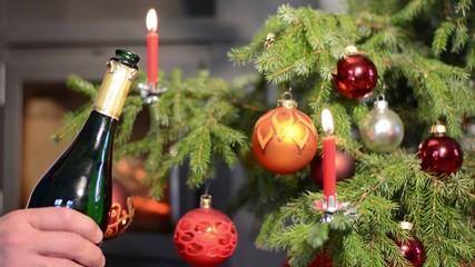 Weihnachten - Sektflasche öffnen