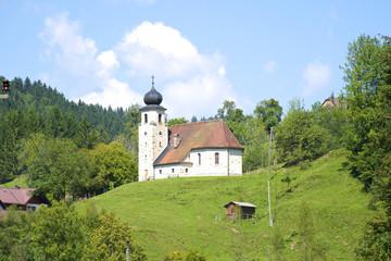Kirche im Hintergebirge im Dorf Brunnbach in Oberösterreich