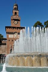 Milano Castello Sforzesco e fontana