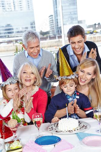 Eltern gratulieren zum Geburtstag