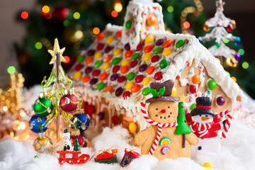 Gingerbread house and snowmen