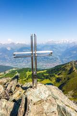 Croce in montagna su roccia