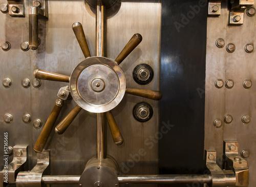 Staande foto Industrial geb. Huge Inenetrable Vintage Bank Vault Massive Handle Combination