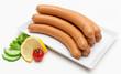 Wiener Würstchen auf weißer Platte