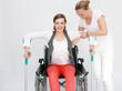 Therapie mit Rollstuhlfahrerin