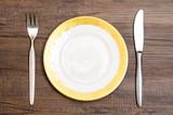 Kabel und Messer aus Silber mit Teller