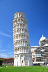 Turyści na Placu Cudów w Pizie, Włochy